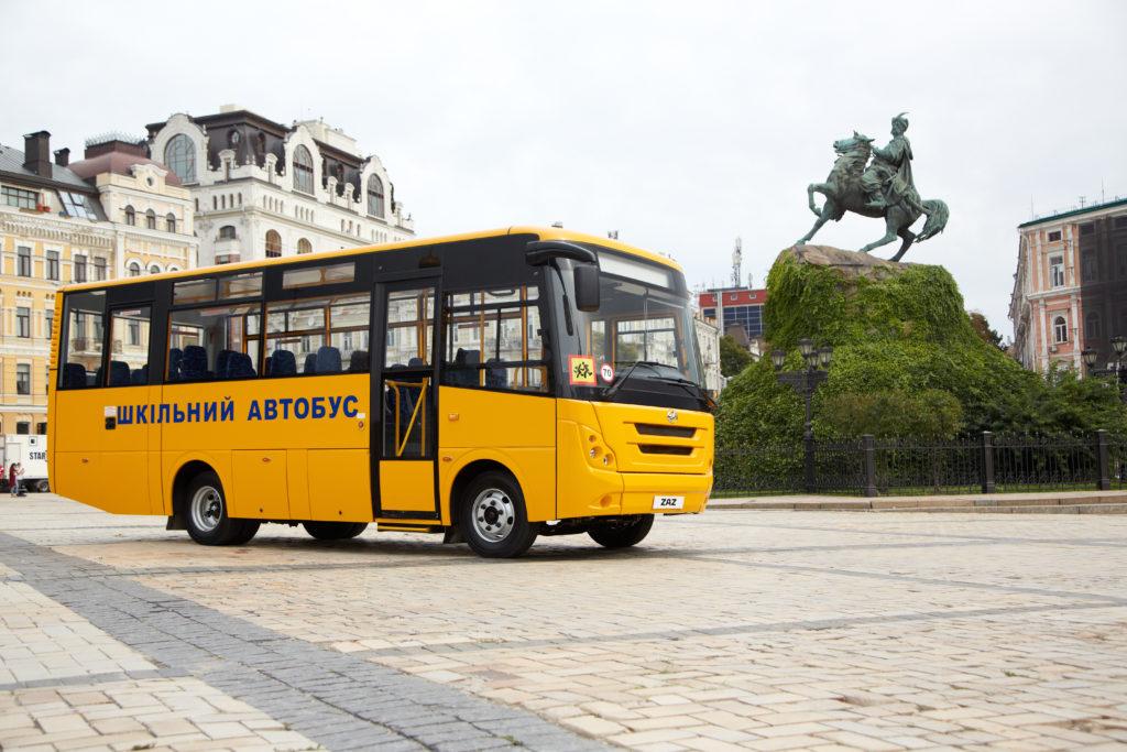 Шкільний автобус на Софіївській площі