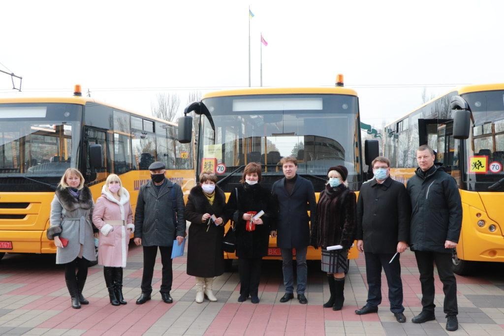 Вручення шкільних автобусів