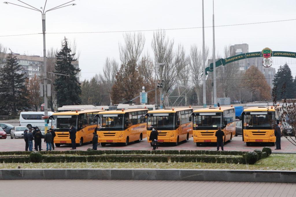 Автобуси біля ЗОДА