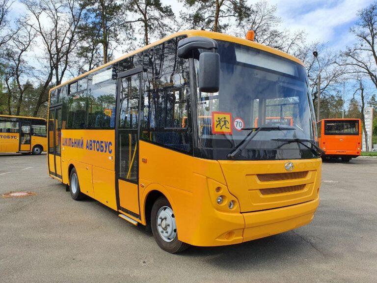 10 шкільних автобусів передано територіальним громадам Чернігівщини